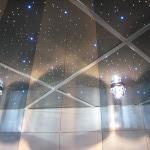 Новые — зеркальные потолки